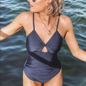 CUPSHE NAVY TWIST FRONT ONE-PIECE SWIMSUIT